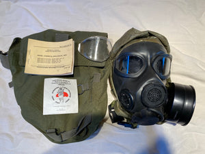 M45 US MILITARY GAS MASK KIT SIZE MEDIUM ISSUED CONDITION