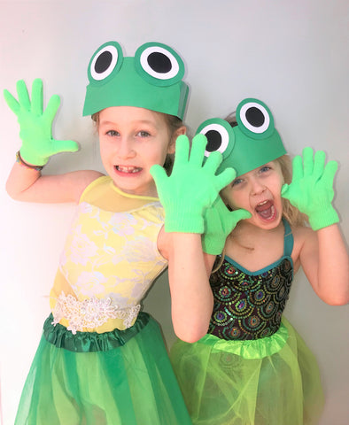 Kids dressed as frogs