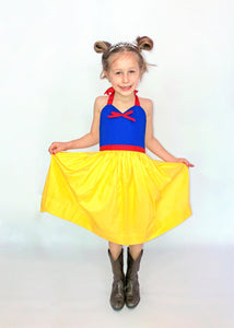 Snow white blue and yellow apron