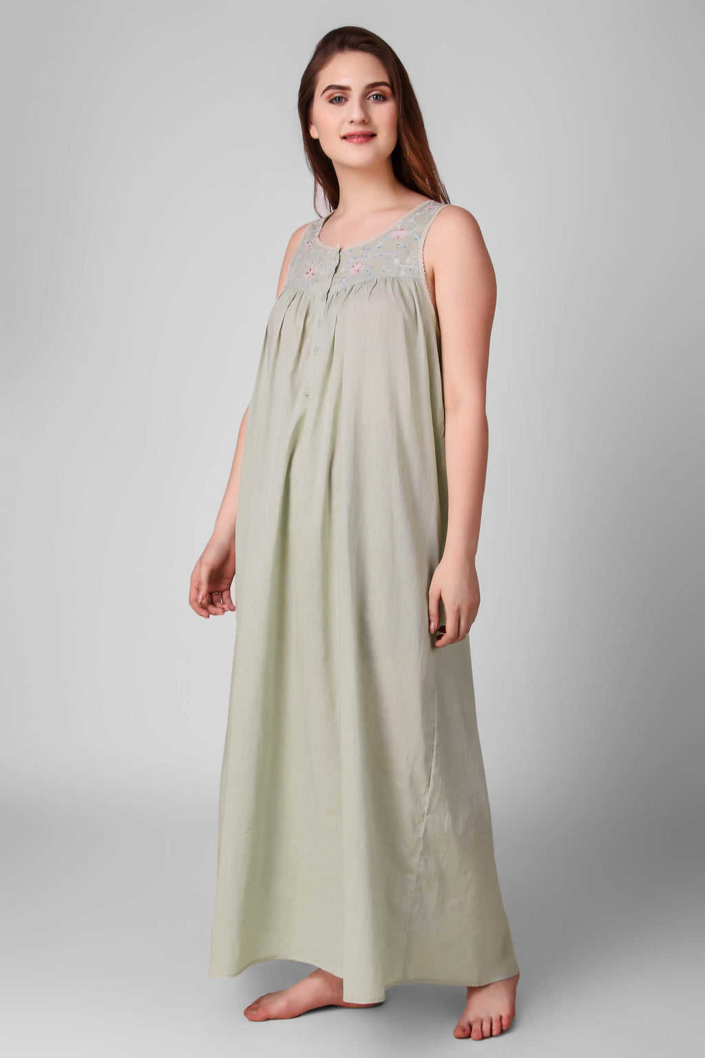 Lara, Nightdress