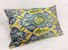 Load image into Gallery viewer, CAMBRAY BLUE TULIP - IKAT SILK/VELVET PILLOW