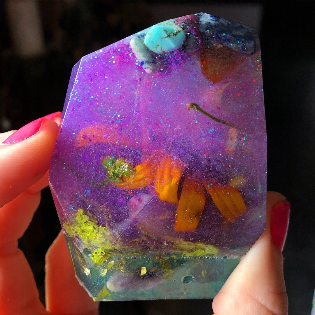 Reiki Orgone Resin Energy Generator with Flowers, Amethyst, Lapis Lazuli, Dalmatian Stone,Turquoise, Apatite, Quartz & Garnet - The Whimsy Crystal Shop