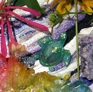 Reiki Orgone Resin Turtle with Rose quarzt - The Whimsy Crystal Shop