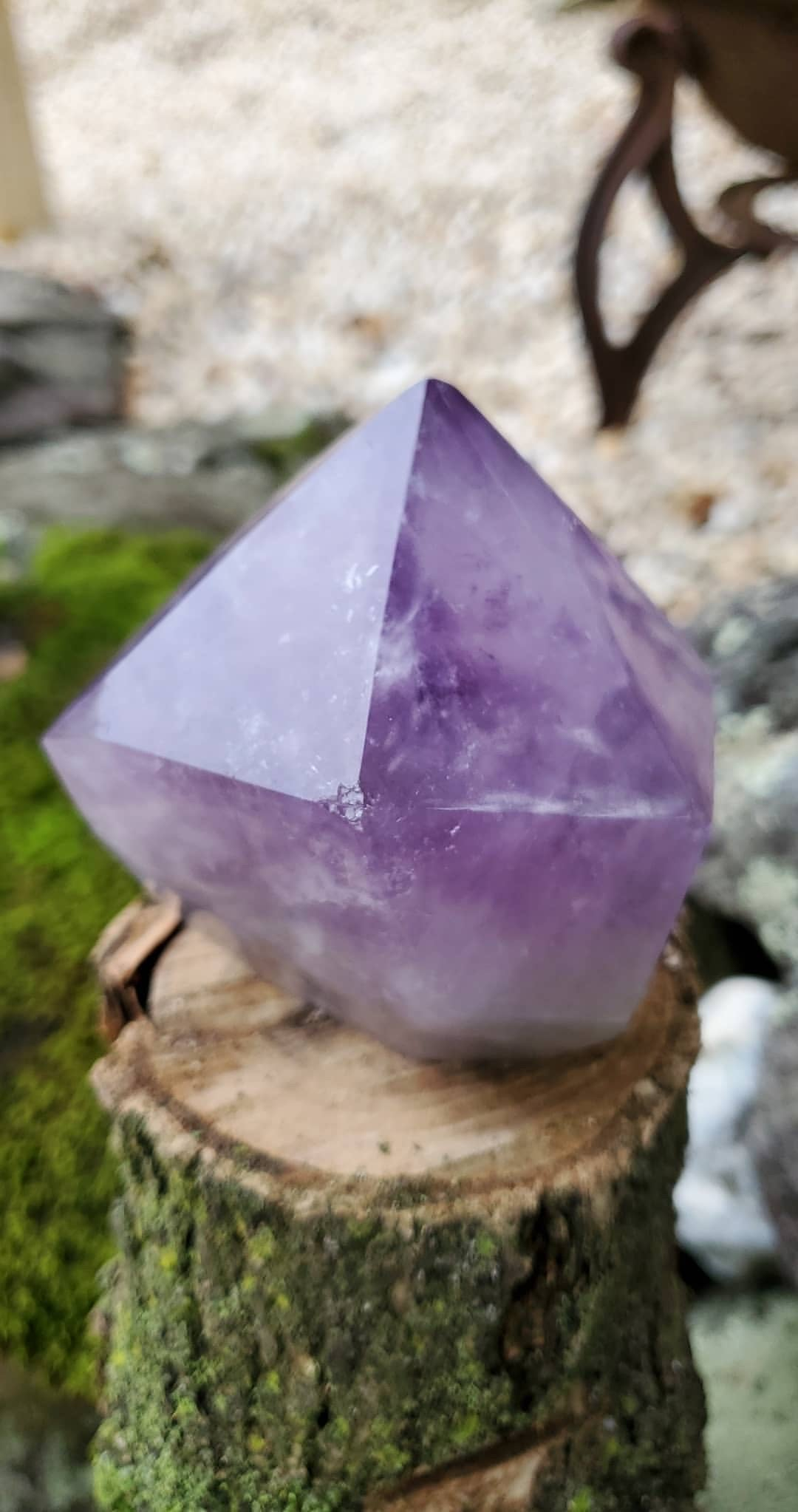 Amethyst large standing hunky tower