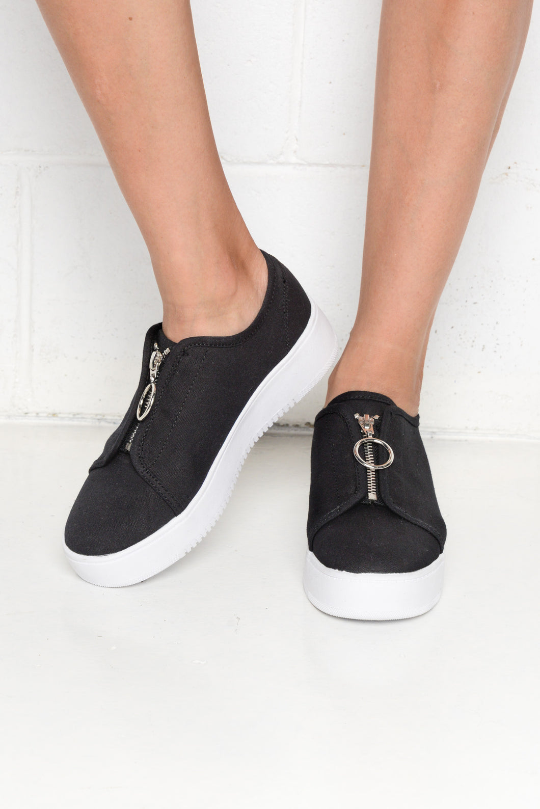 Cruise Black Zip Sneaker - Blue Bungalow