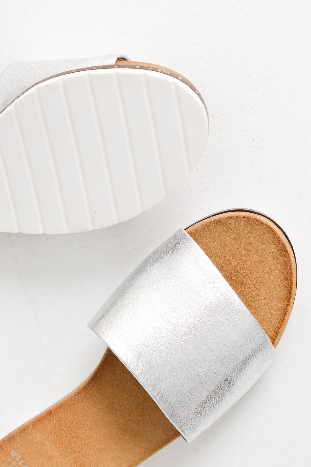 Aid Silver Leather Slide