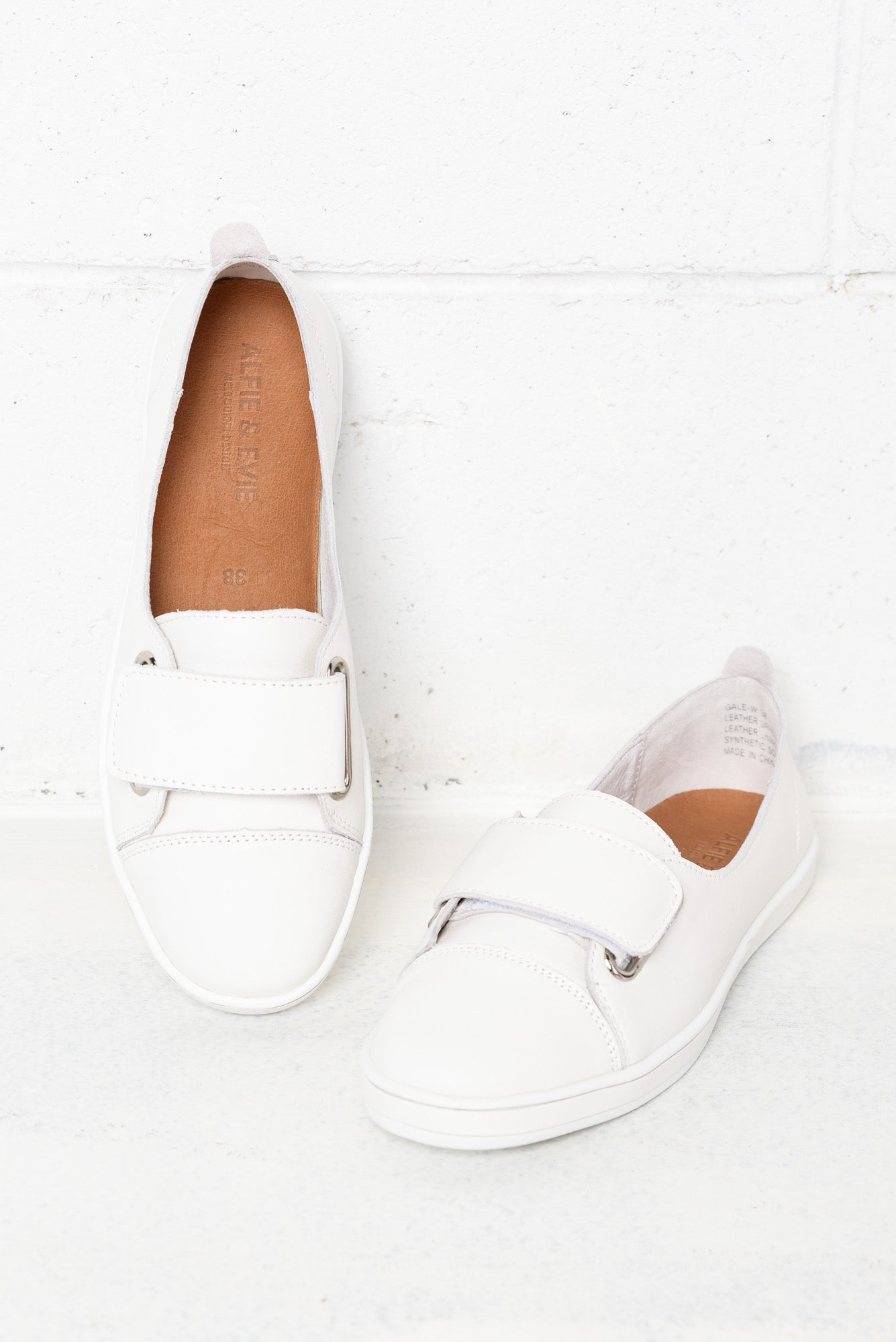 Gale White Leather Sneaker