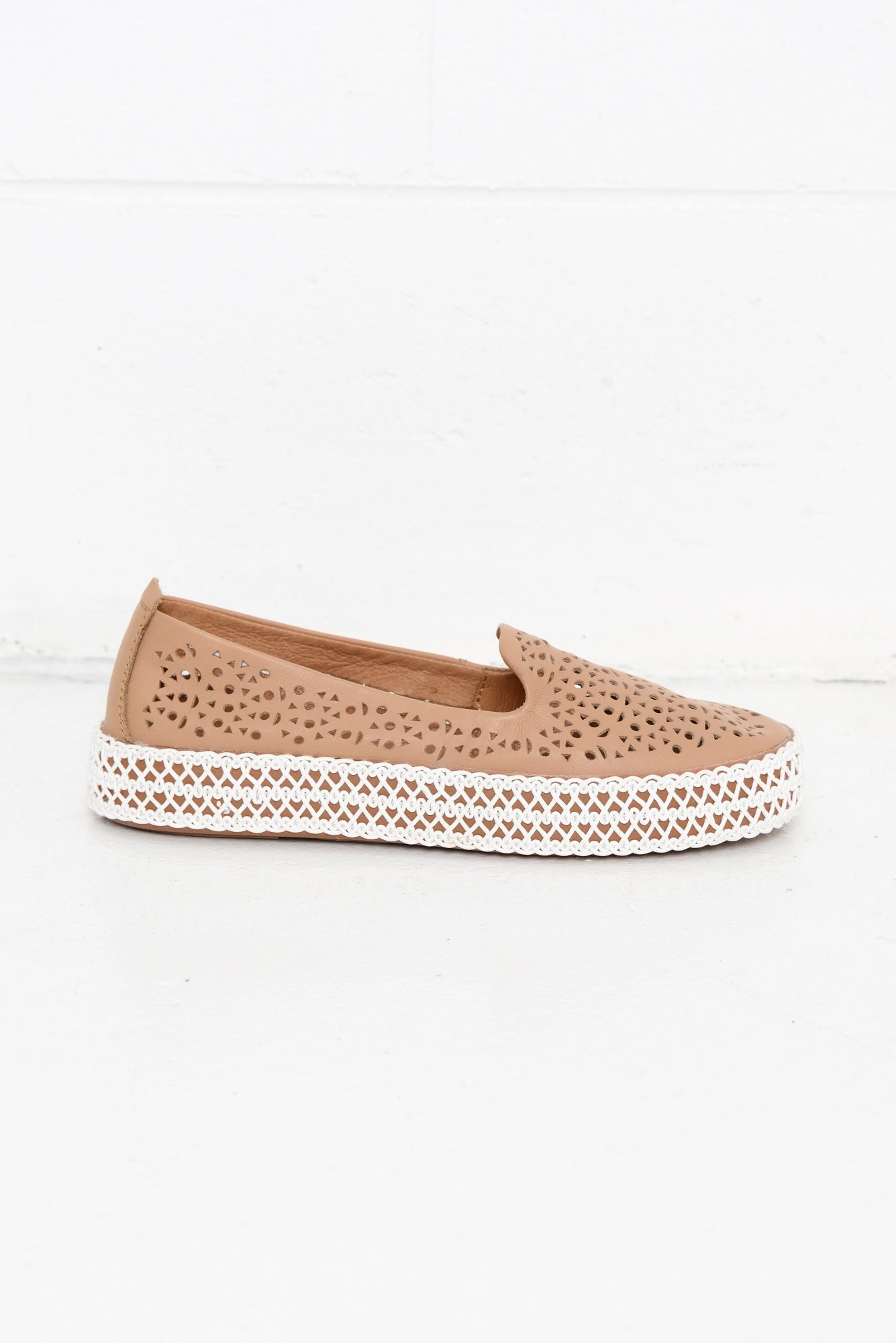 Pisces Camel Platform Leather Shoe