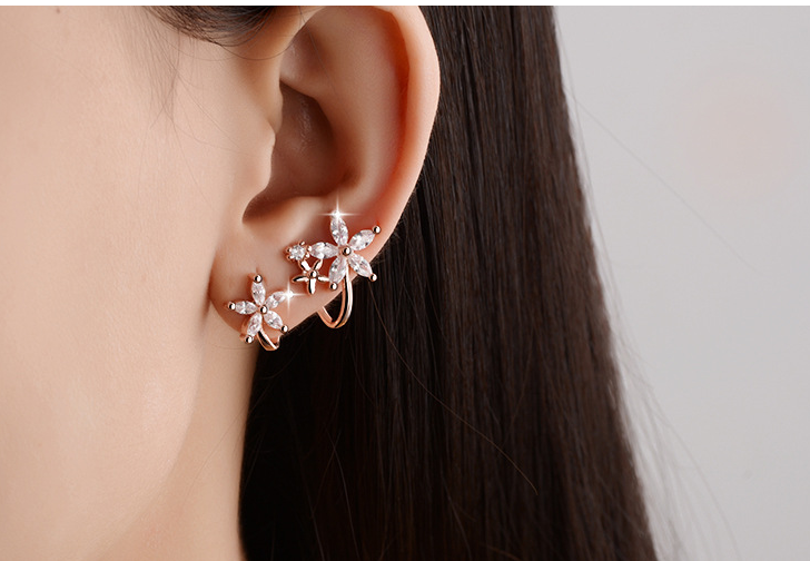 Flower curved zircon earrings