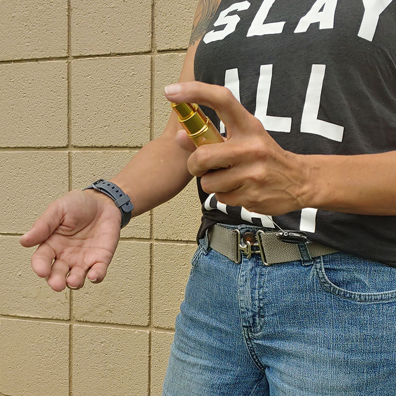 Mister Leash™ - Retractable Clip-on Atomizer for Hand Sanitizers - Gold Stars Design - Refillable