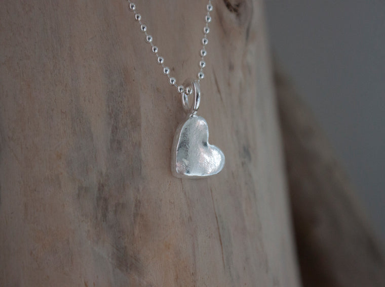 Dainty silver heart necklace by SFDesigns.