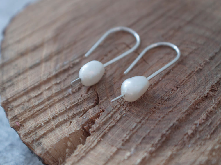 minimalist pearl everyday earrings