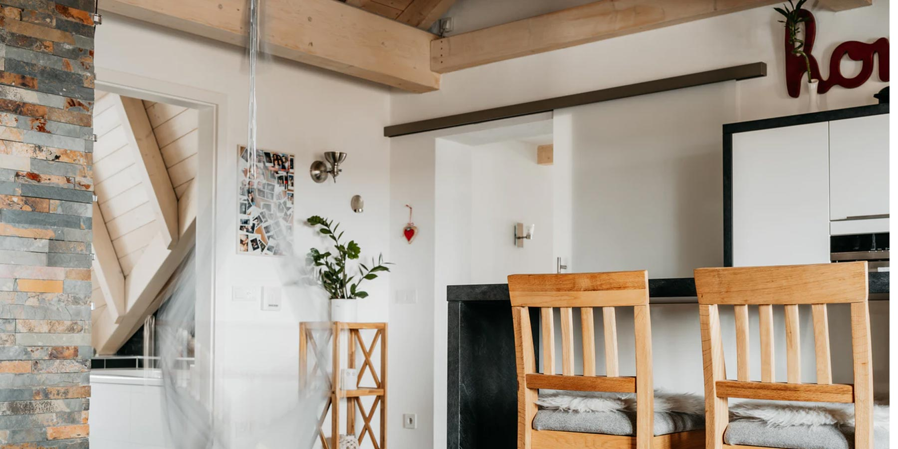 Farmhouse decoration ideas: statement wooden beams. picture features wooden beams on wall corner in a kitchen like space