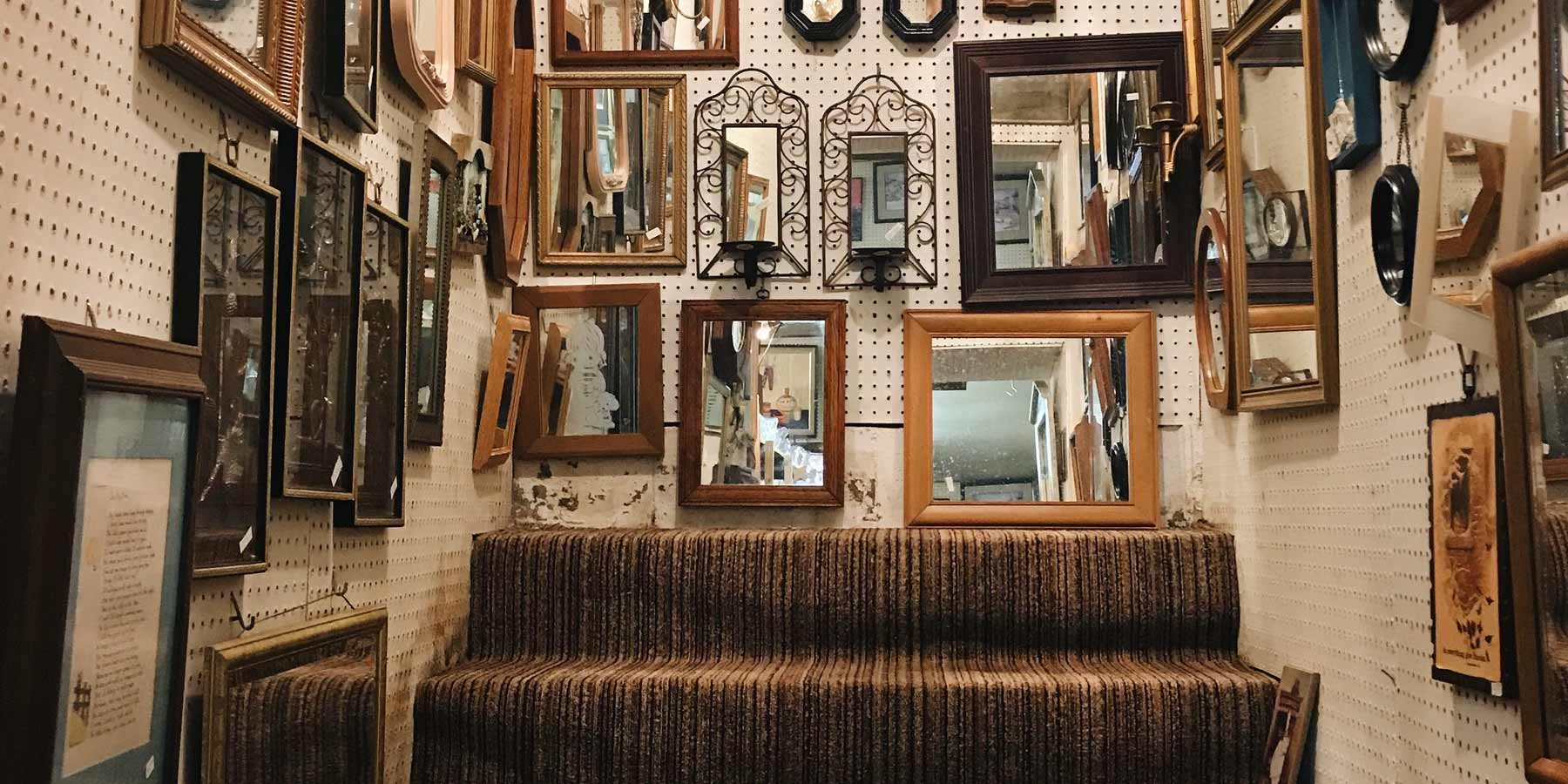 Boho Décor Ideas by RealCraft: Staircase full of vintage frames