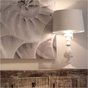 White high gloss table lamp