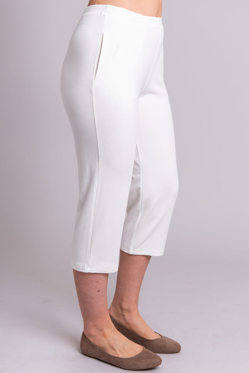 Women's white knee-length capri pants with pockets, made with natural stretchy bamboo fibers.