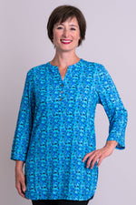 Women's blue print 3/4 sleeve tailored blouse with V-neck and small band collar, made of natural bamboo linen fibers.