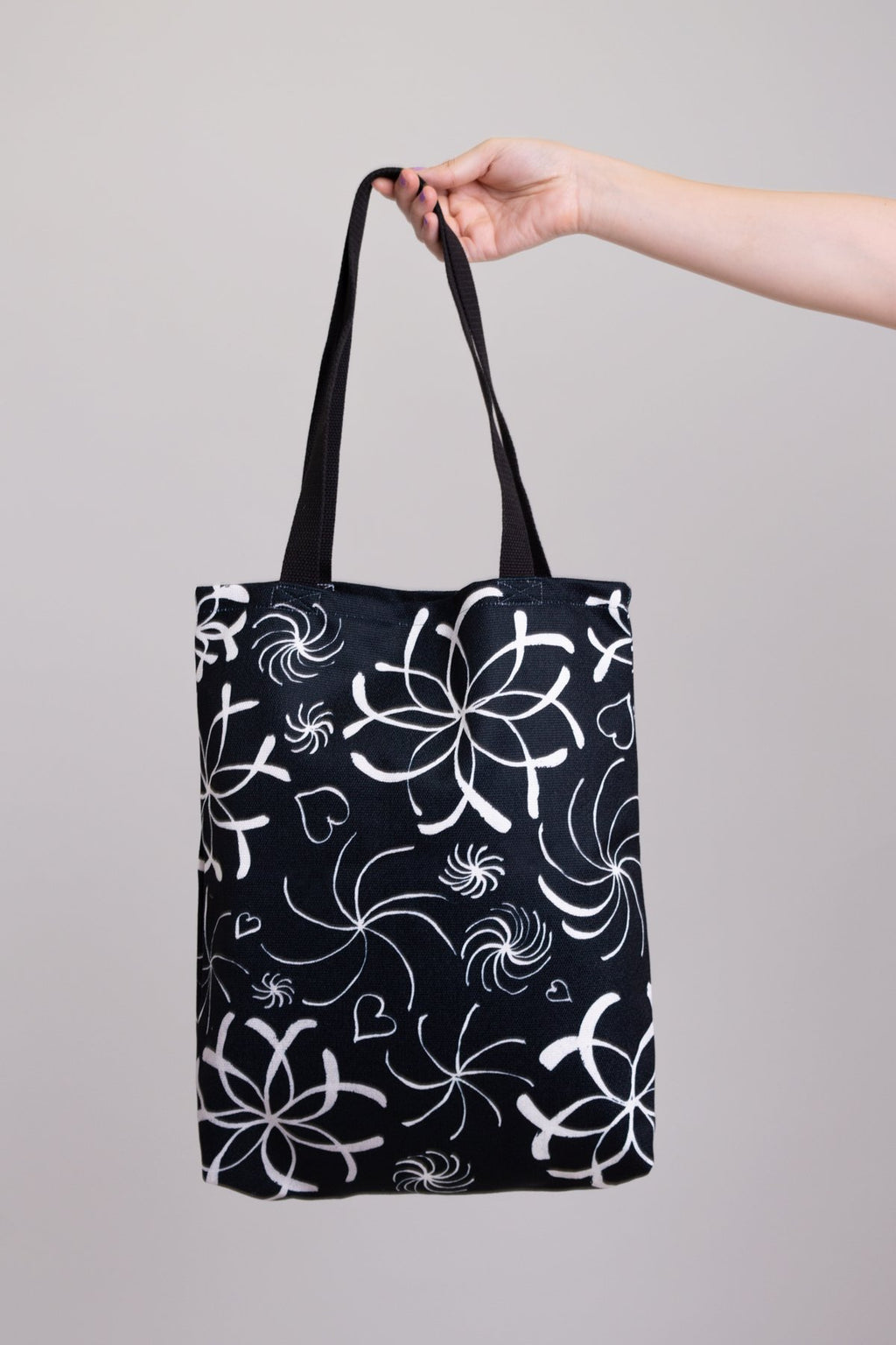 Artwork Totebag Hearts and Flowers Black and White