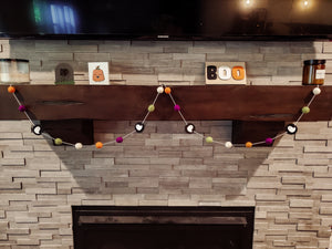 HALLOWEEN SPIRIT garland