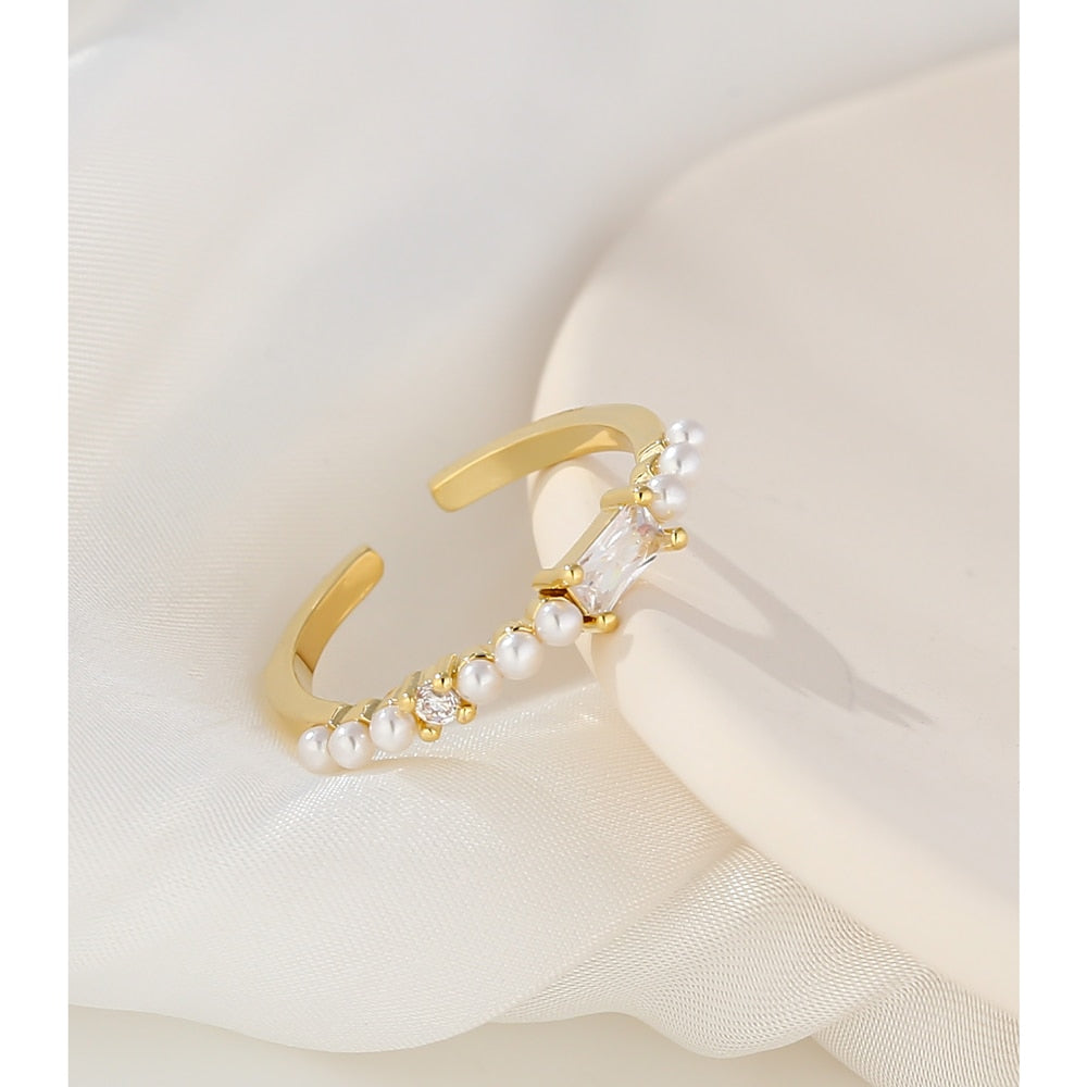 Majestic Ring with Pearl Gemstones