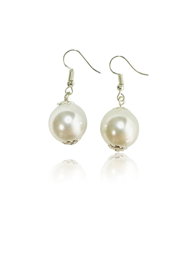 DOLLY GOLIGHTLY Breakfast @ Tiffany's PEARL EARRINGS