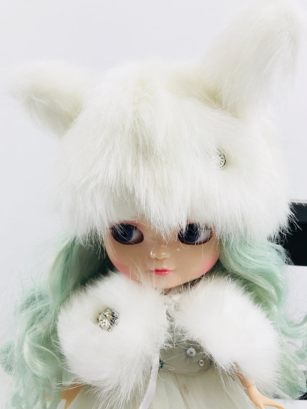 ANGELA Doll clothing DOLLY's FUR CAPE ICE BEAR white