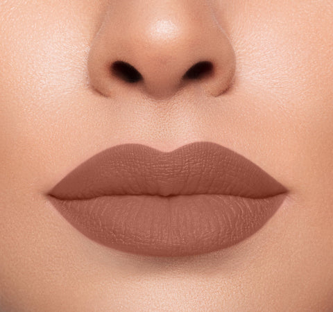 MEGA MATTE LIPSTICK - MAIN SQUEEZE ON MODEL