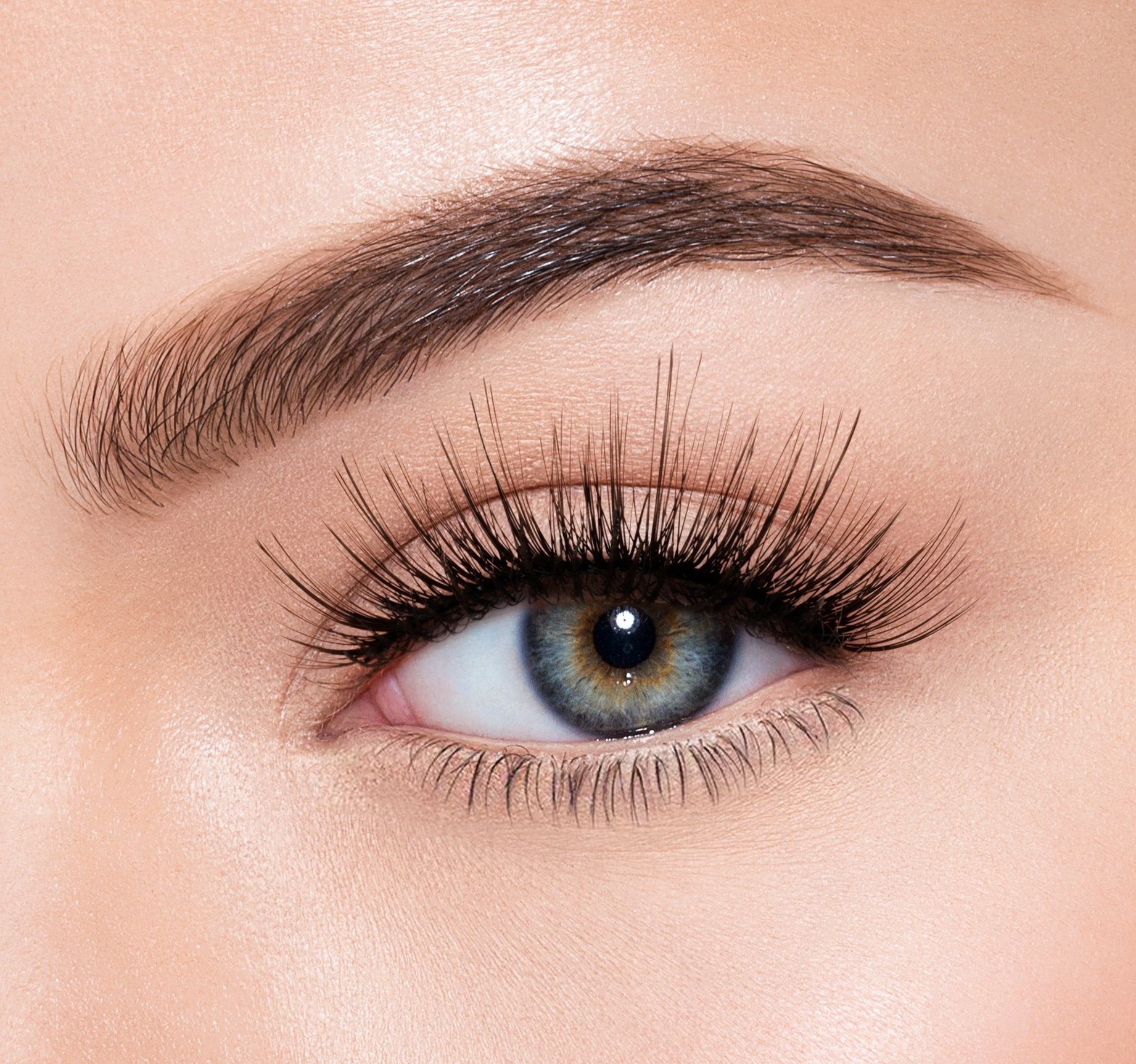 PREMIUM LASHES -  IRRESISTIBLE ON MODEL, view larger image
