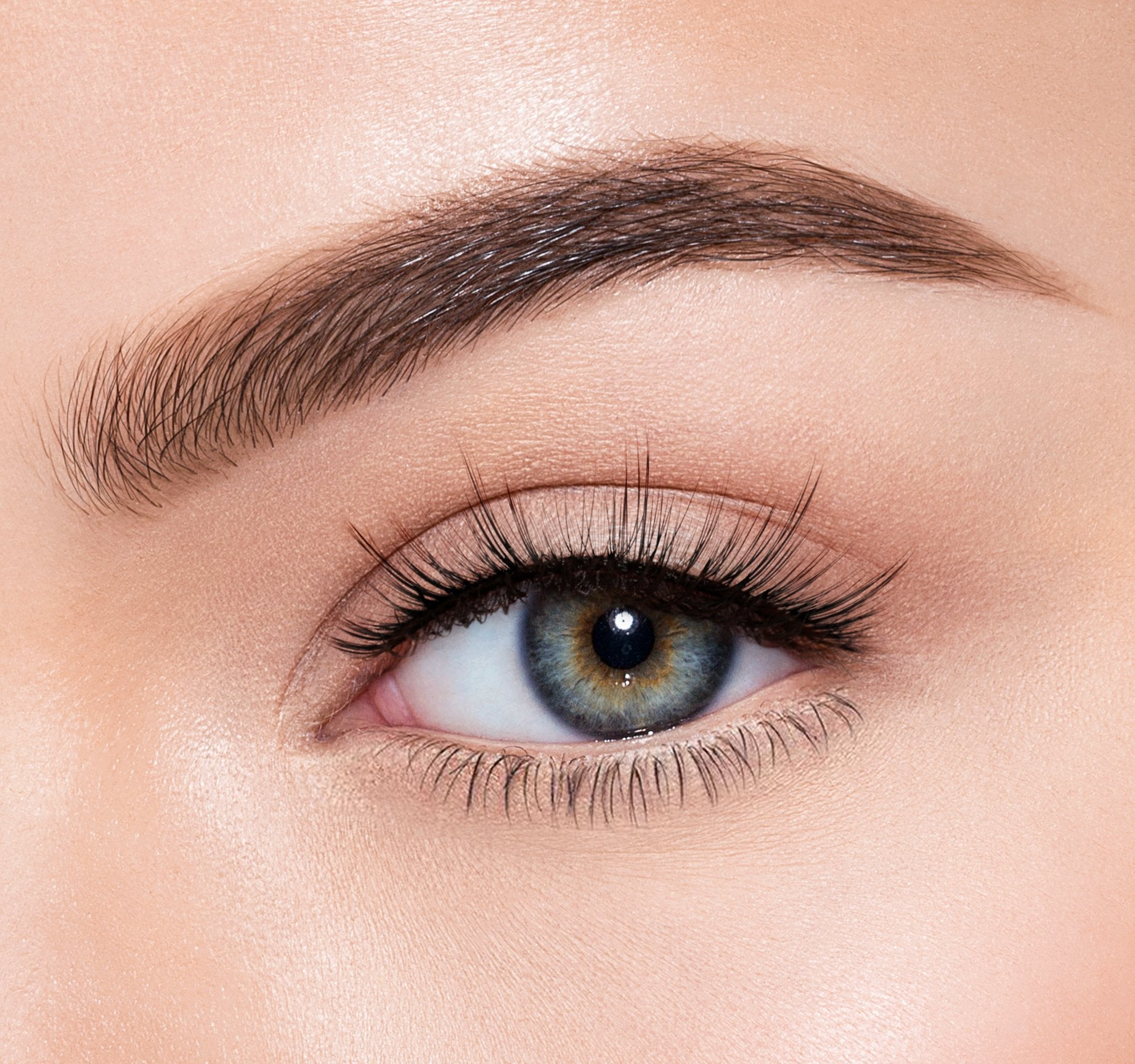 PREMIUM LASHES -  WANDERER ON MODEL, view larger image