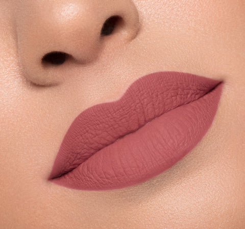 MATTE LIQUID LIPSTICK - JEALOUSY ON MODEL