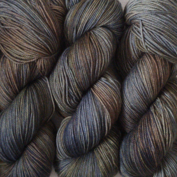 STORM CHASER // Hand Dyed Yarn // Varigated Tonal Yarn