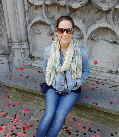 Katie Krefft sitting on a bench in Gent posing for a picture