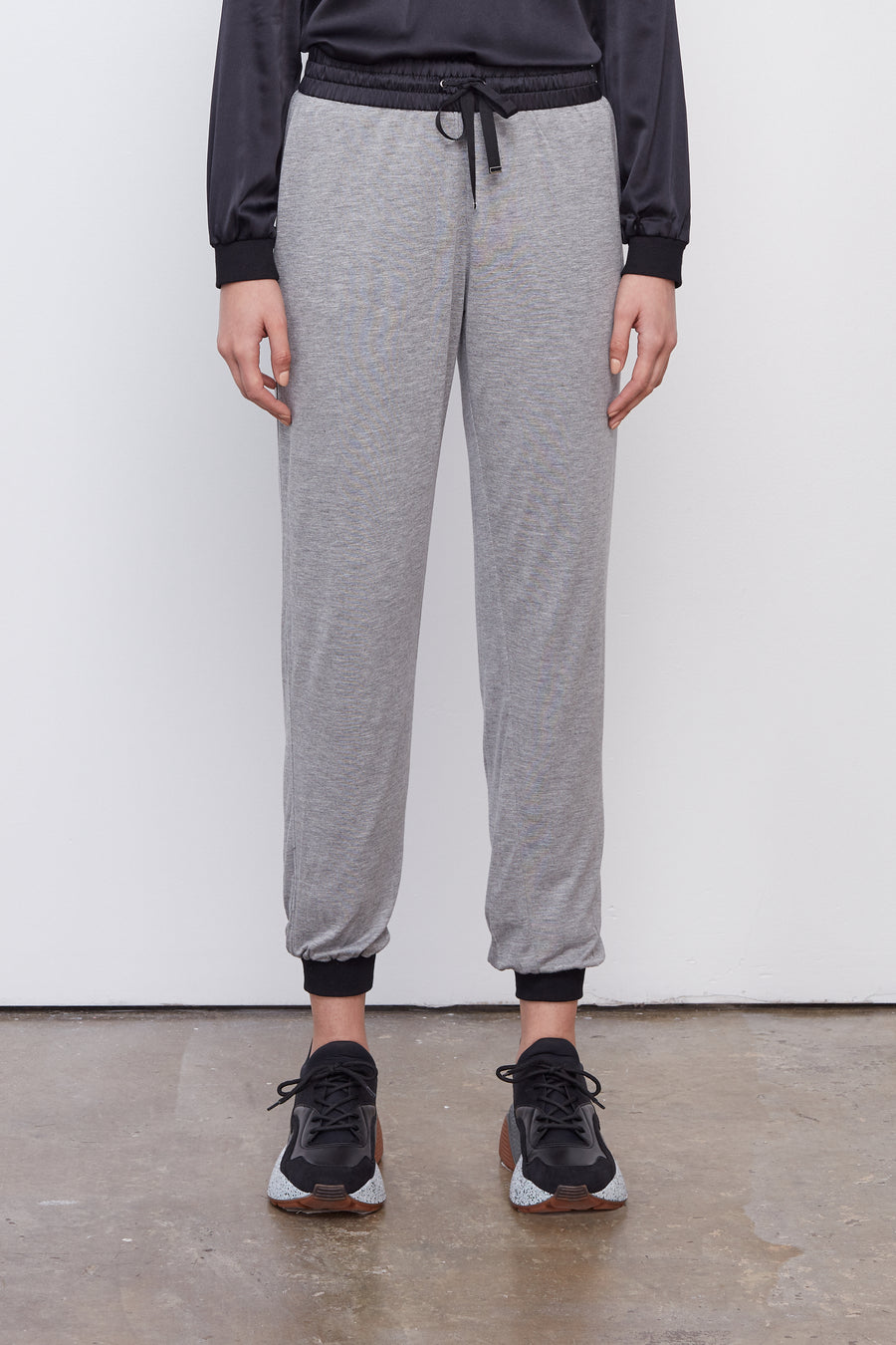 The Jogger Black/Grey