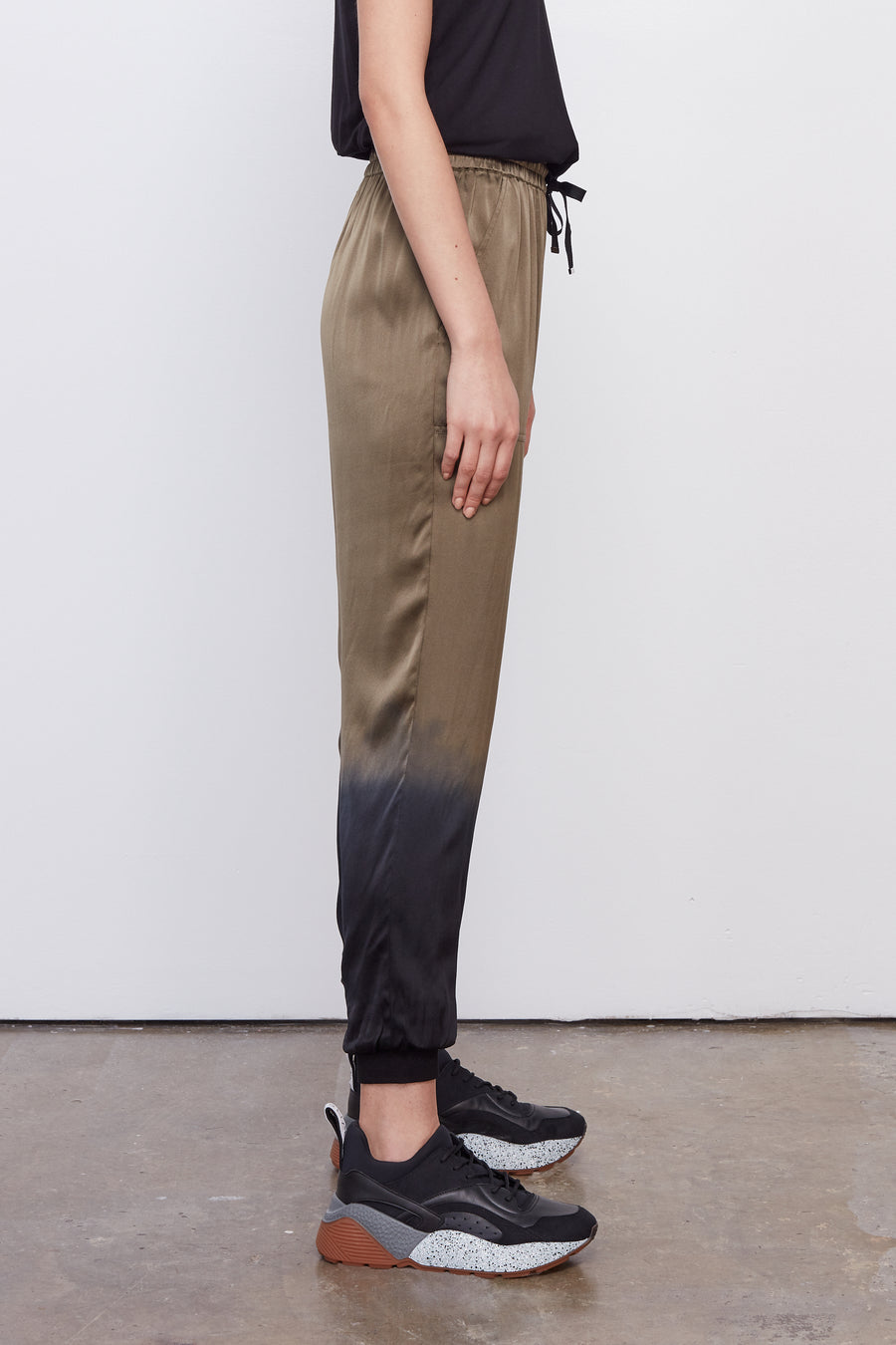 The Jogger Olive Dip Dye/Black