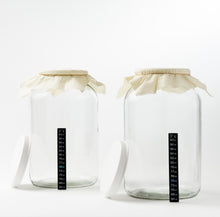 Load image into Gallery viewer, One Gallon Glass Fermenting Jars with Muslin Cloth Covers and Temp Strips - Set of 2