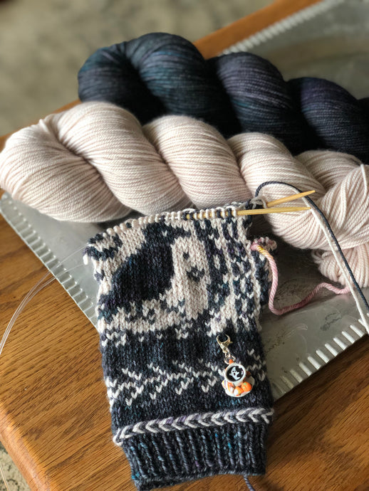 Consider the Raven yarn kit
