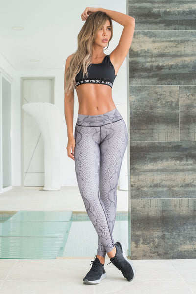 Grey snake print mid-rise leggings, full length, supplex material, by Sky Wox sold by ironangelsfashion.com | Leggings grises con estampado serpiente, longitud completa, material supplex