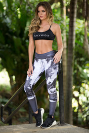 Mid-rise leggings with marble pattern, full length, black and white, by Sky Wox sold by ironangelsfashion.com | Leggings de media altura de cintura con patron de mármol, longitud total, blanco y negro