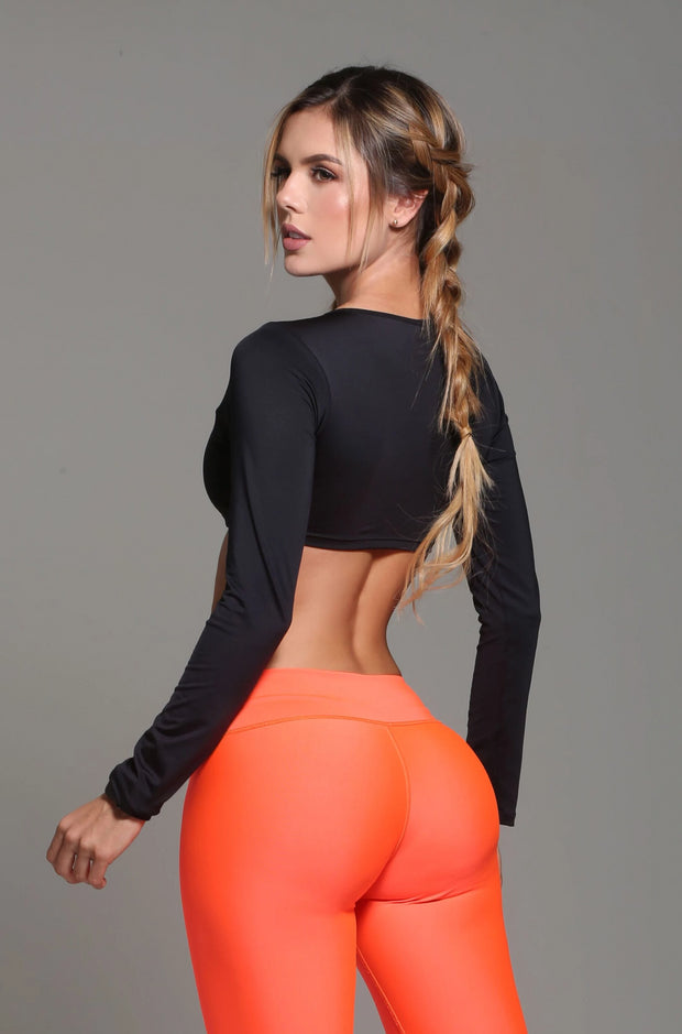 Sexy, chic long sleeve athletic crop top in black by Sky Wox sold by ironangelsfashion.com | Top chic y deportivo color negro, estilo corto, manga larga