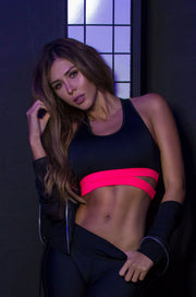 Black athletic crop top with thick neon pink (coral) straps at the ribs by Sky Wox sold by ironangelsfashion.com | Top deportivo negro con tiras gruesas de color rosa neón (coral) en las costillas