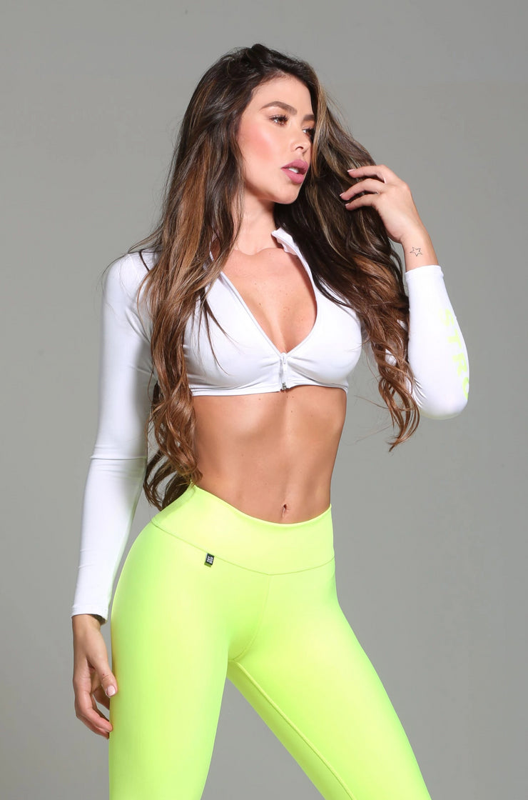 White long sleeve athletic crop top with zipper by Sky Wox sold by ironangelsfashion.com | Top deportivo color blanco con cremallera, estilo corto, manga larga
