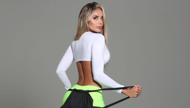 Sexy, chic long sleeve athletic crop top in white by Sky Wox sold by ironangelsfashion.com | Top chic y deportivo color blanco, estilo corto, manga larga