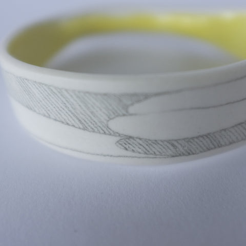 cuff round and flat – yellow lines