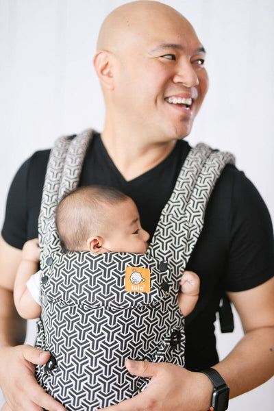 Black and White forever Tula Explore baby carrier, ergonomic baby carrier, easy baby carrier, front facing baby carrier, baby carrier for mom