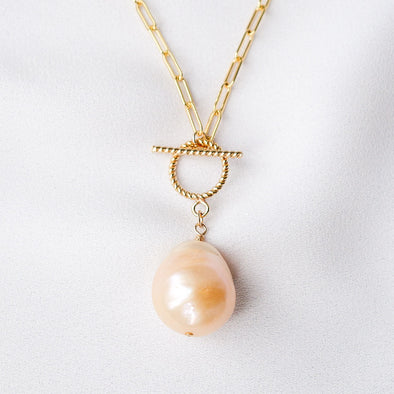 Pearl Necklace with Toggle Clasp D07
