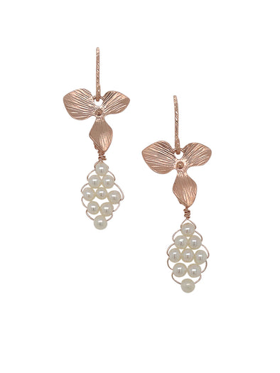 Hydrangea with Hand-woven Pearl Earrings