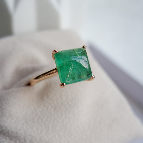 Emerald Cabochon Ring in Rose Gold ECR1R10