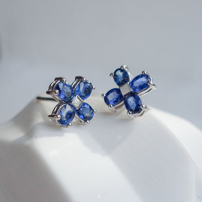 Lucky Clover Sapphire Ear Studs in 18k White Gold