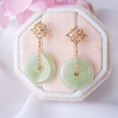 Jade with Diamond-Shaped Ear Studs MU11