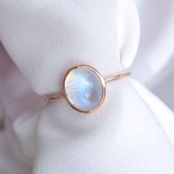 Oval Rainbow Moonstone Cabochon Ring - 14K Rose Gold RMCR2R03